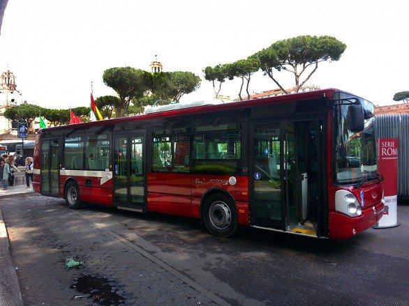 Disabile picchiato sull'autobus
