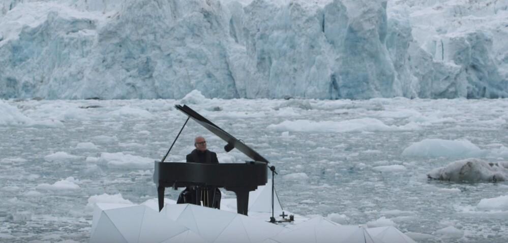 Einaudi suona all'Artico per Greenpeace